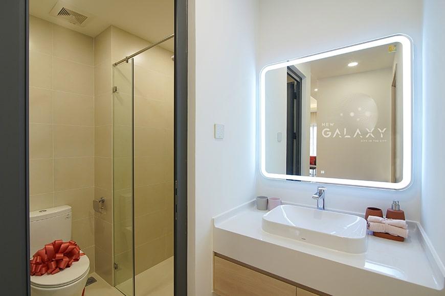 Nhà vệ sinh căn hộ 2PN dự án New Galaxy