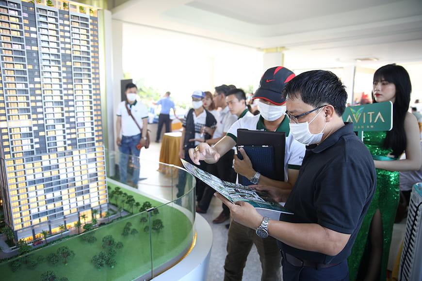 Đông đảo khách hàng tham gia tìm hiểu và trải nghiệm không gian sống tại Lavita Thuan An (tt)