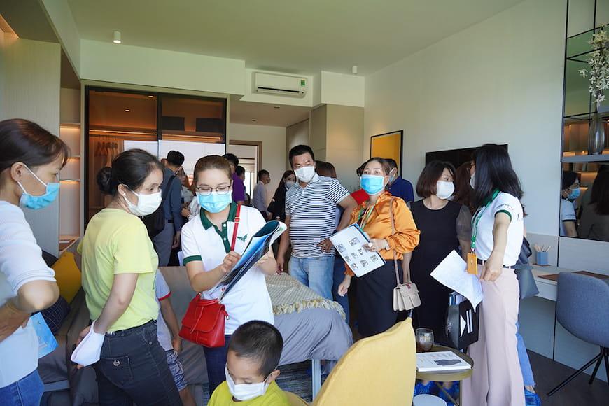Khách hàng tham quan Căn hộ mẫu Lavita Thuan An (tt)