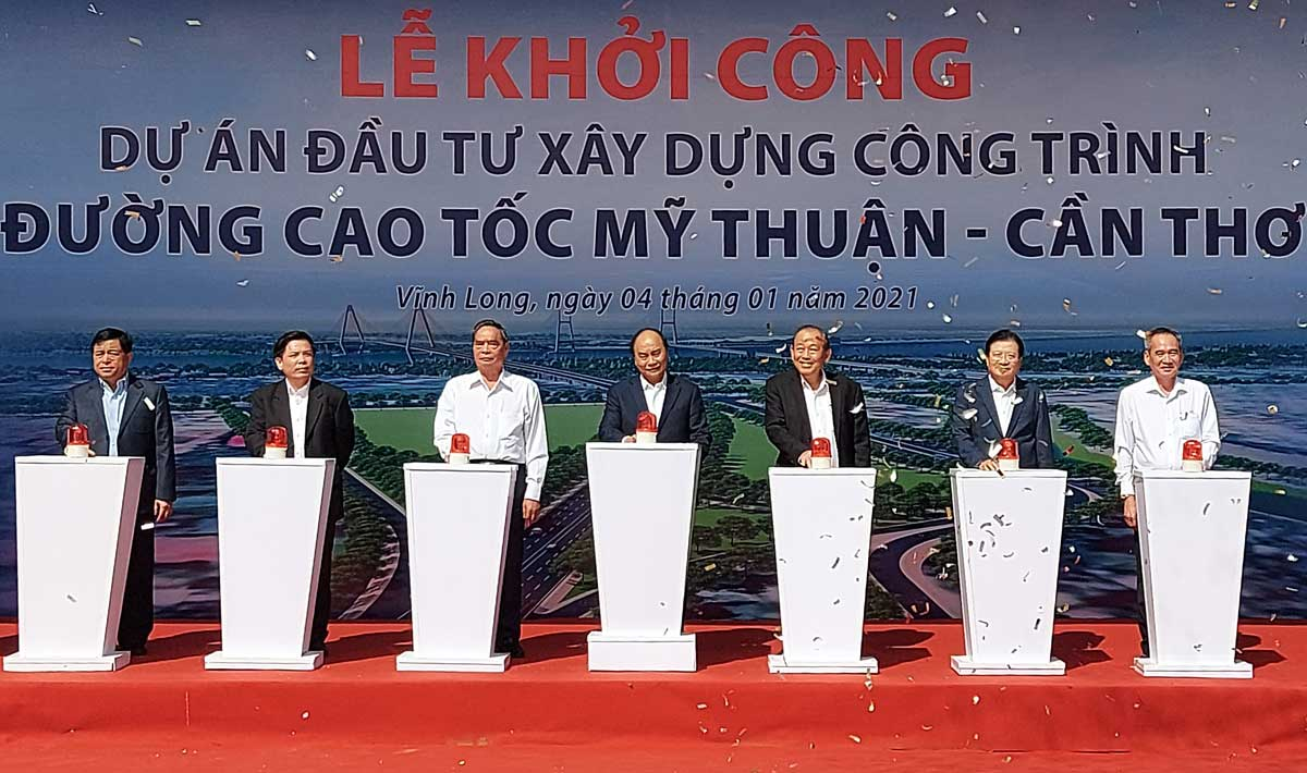 Thu tuong Nguyen Xuan Phuc cung cac dai bieu thuc hien nghi thuc khoi cong du an cao toc My Thuan Can Tho - Đường Cao tốc Mỹ Thuận Cần Thơ chính thức khởi công tháng 12/2020