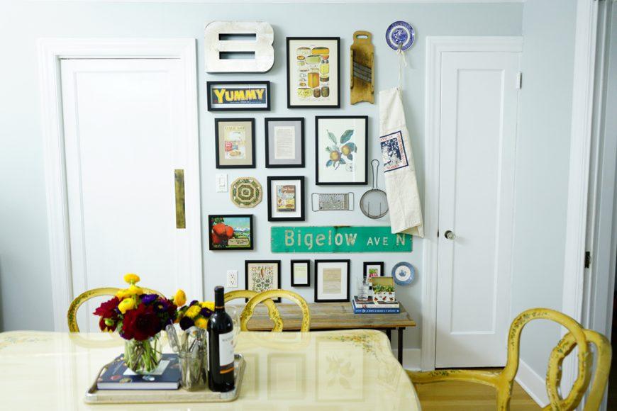 Cá nhân hóa không gian của bạn với một bức tường thư viện tự làm