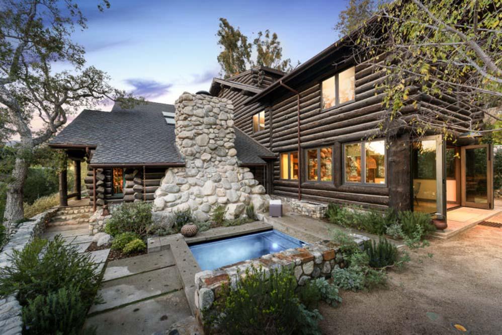 Một cabin LA Log được mô phỏng lại cho gia đình hiện đại