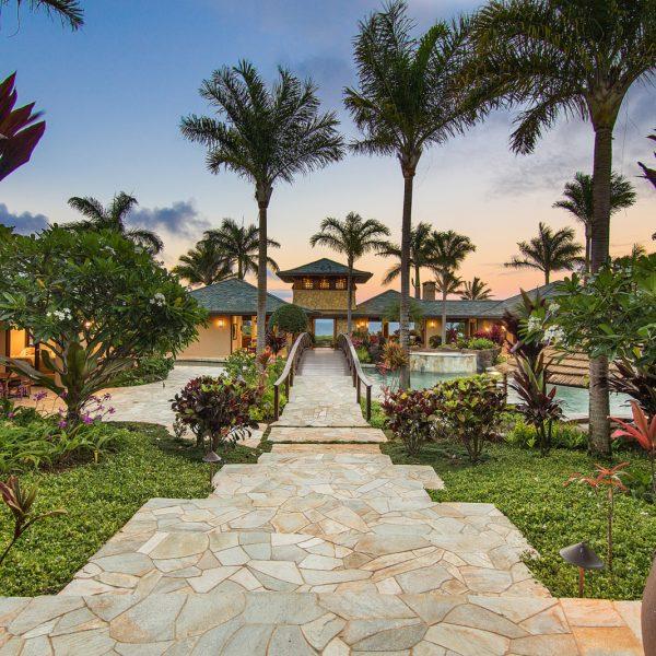 Thiên đường Hawaii với bể bơi khổng lồ