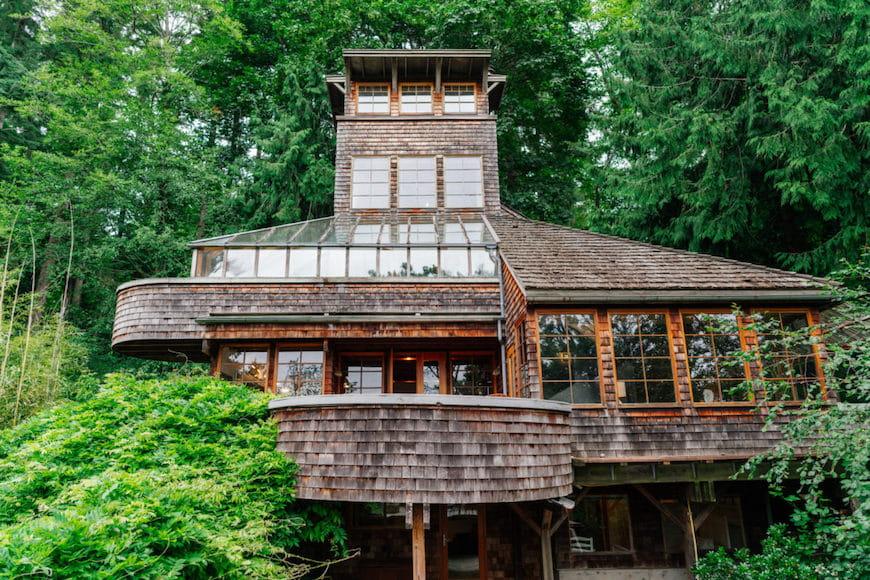 Ngôi nhà này là một ngôi nhà trên cây, một phần tàu – Ngôi nhà của tuần