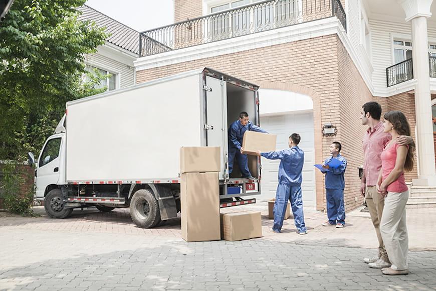 Movers tải xe tải di chuyển