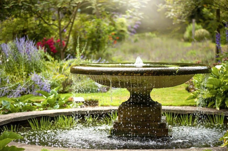 5 tính năng của nước sẽ biến khu vườn của bạn thành một cuộc trốn chạy yên tĩnh