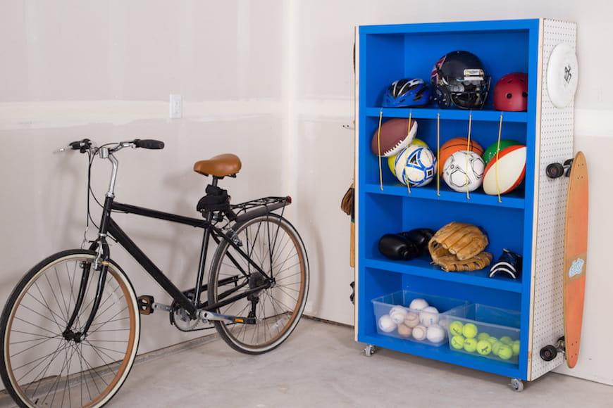 Xây dựng một giá đỡ đồ thể thao tự làm để giữ cho nhà để xe của bạn ngăn nắp
