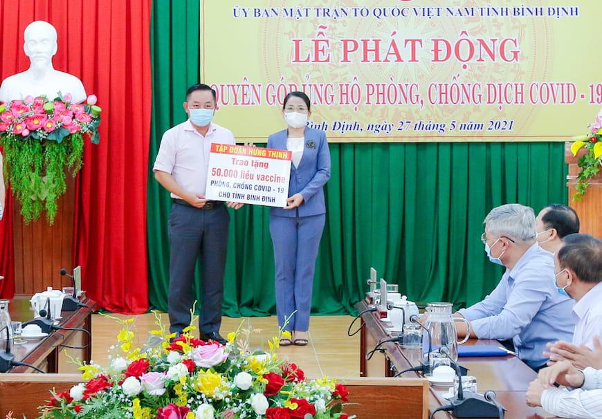 Tập Đoàn Hưng Thịnh trao tặng vắc-xin phòng, chống Covid-19