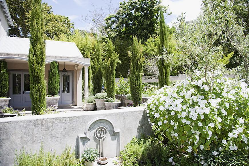 sân sau vườn cổ điển