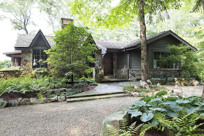 Căn nhà nhỏ kiểu nông thôn trên đỉnh núi đầy mê hoặc này thể hiện sự ấm cúng