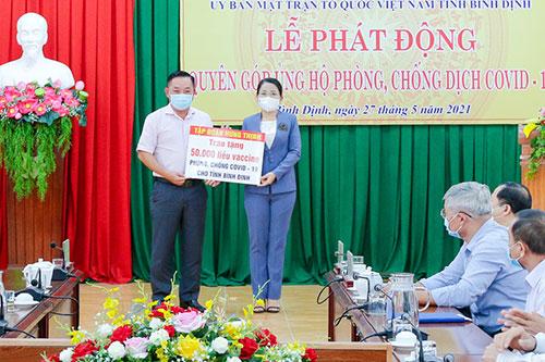 Trao tặng 50.000 liều vắc-xin phòng, chống Covid-19 cho tỉnh Bình Định