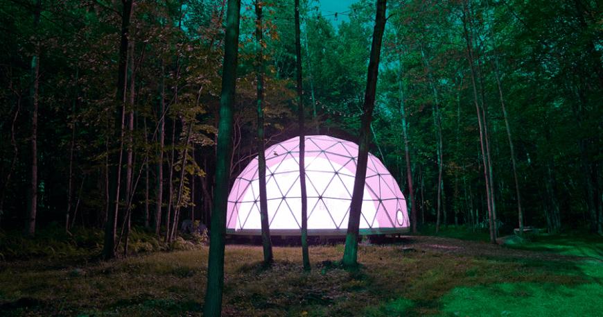 Ngủ dưới những vì sao trong ngôi nhà bong bóng