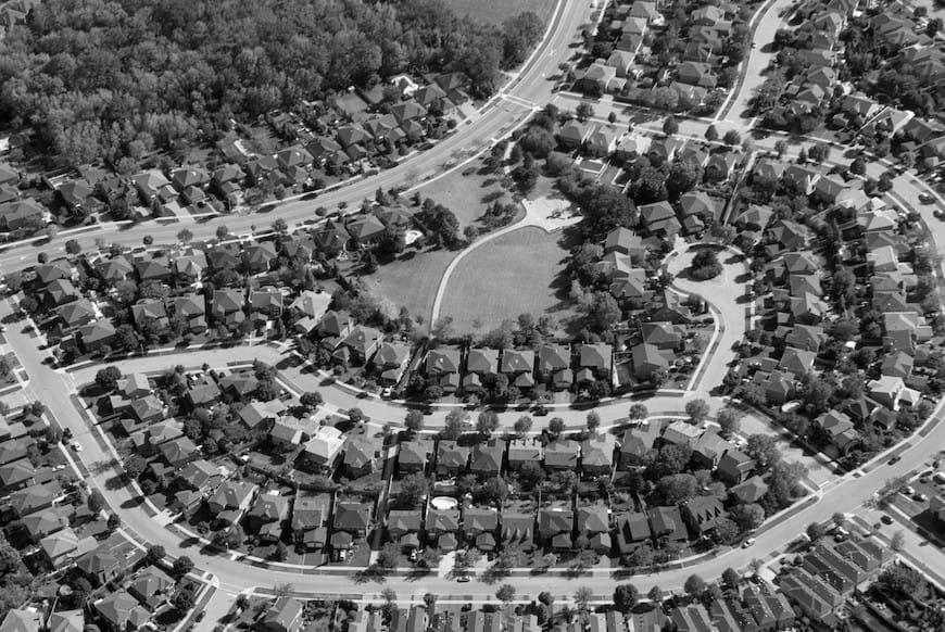 Những bất công về chủng tộc trong lịch sử vẫn còn ảnh hưởng đến nhà ở ngày nay như thế nào