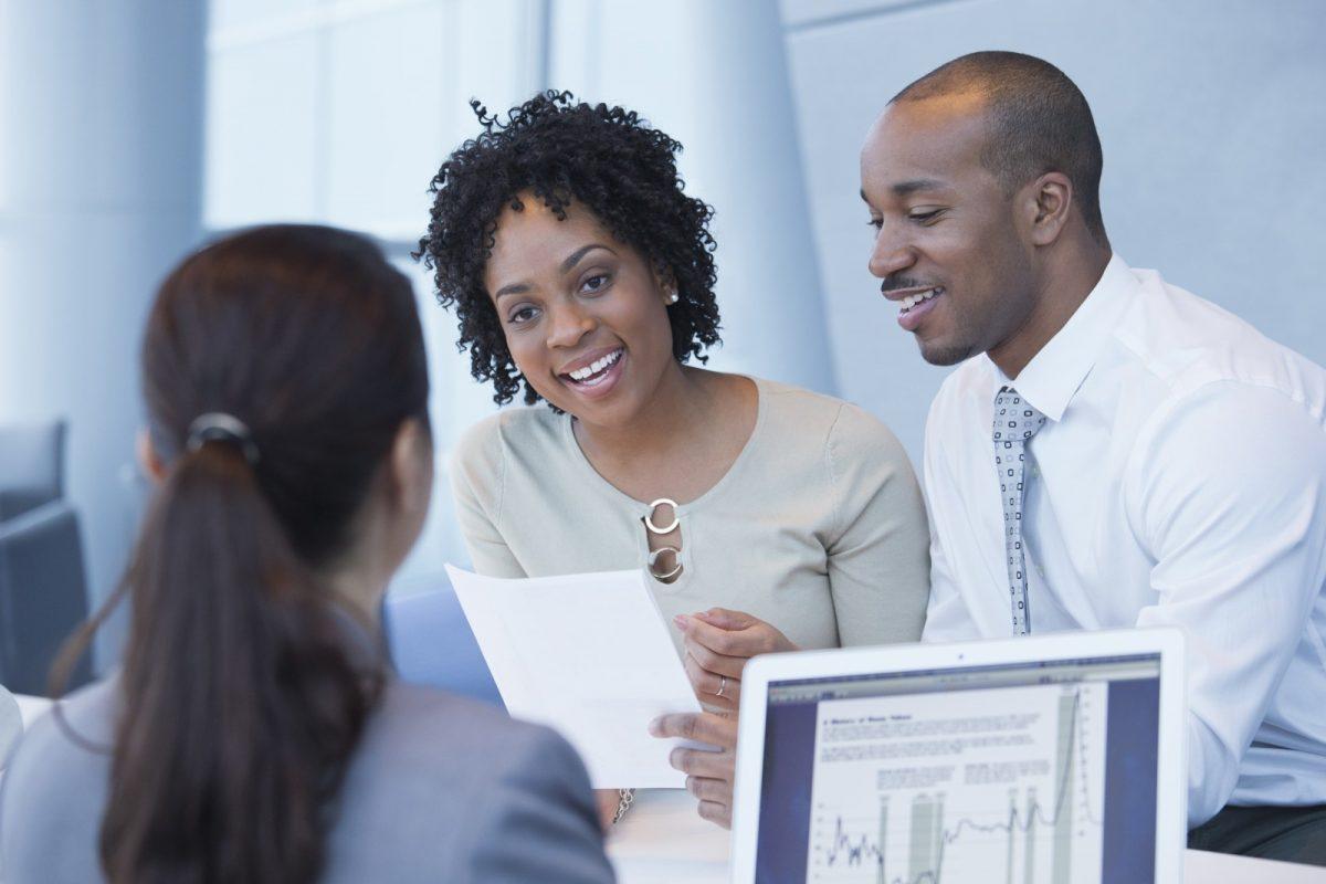 Điểm tín dụng của những người cùng vay ảnh hưởng đến việc mua nhà như thế nào?