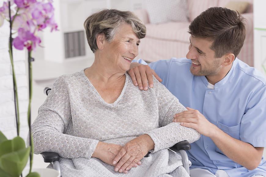 Giữ người già yêu thương của bạn an toàn ở nhà khi bạn đi du lịch