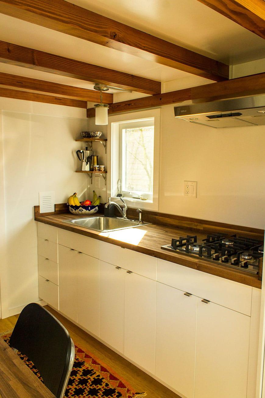 Hikari-Box-Tiny-House-bếp