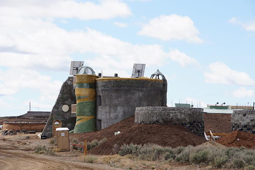 Một công trình đang xây dựng của Earthship.