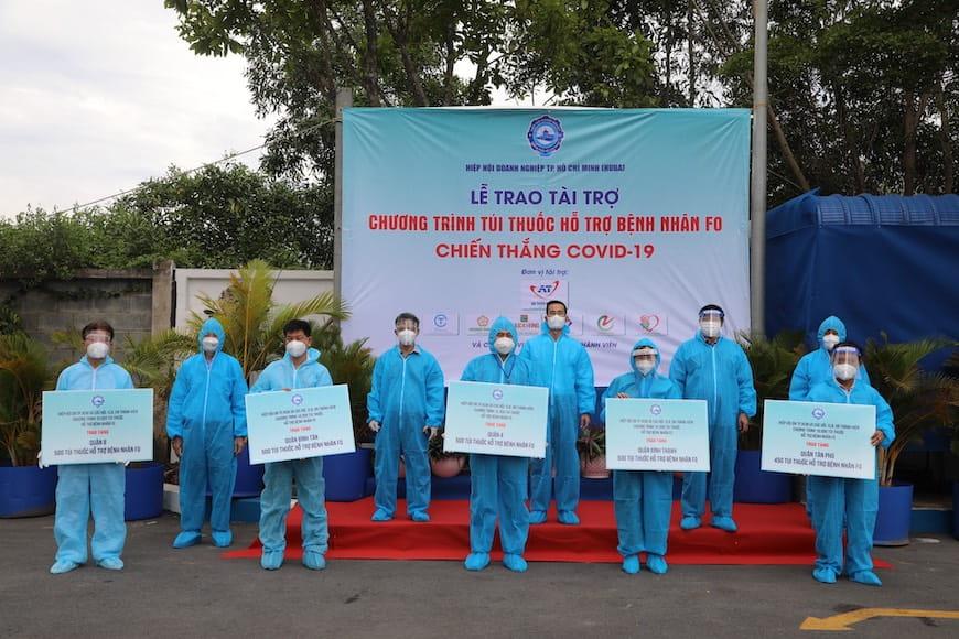 Tập đoàn Hưng Thịnh trao tặng túi thuốc an sinh và trang thiết bị y tế tiếp tục cùng TP.HCM chống dịch Covid-19